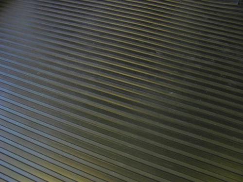 中条纹橡胶板
