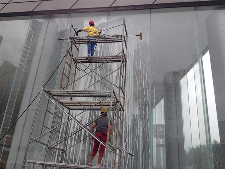 雷克萨斯汽车外墙玻璃清洁